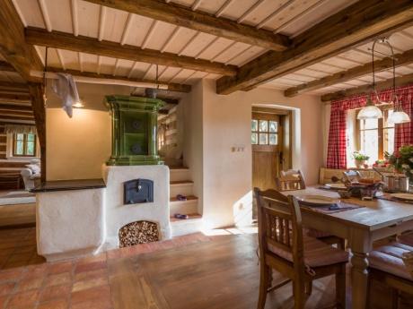 Kuchyňský omýtaný kachlový sporák s topnou stěnou